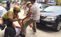 Tài xế đạp cửa ô tô cầu cứu CSGT bắt 3 tên cướp ngoại quốc