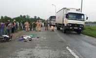 Container tông xe máy, hai người thương vong