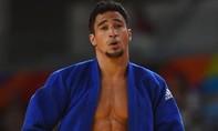 VĐV Judo khóc nức nở bên cạnh thùng rác sau thất bại tại Olympic