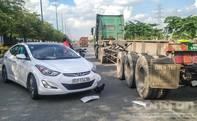 Ô tô 4 chỗ va chạm container xoay nhiều vòng trên Xa lộ Hà Nội