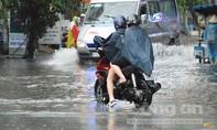 Mệt mỏi tìm 'lối thoát' ở Sài Gòn sau mưa