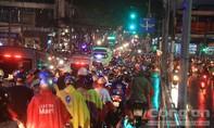 Sài Gòn mưa, đường kẹt cứng!