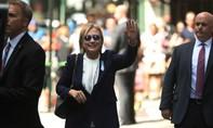 Bà Clinton bị choáng gây xôn xao chính trường Mỹ