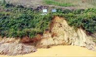 Vỡ đê quai của dự án chỉnh dòng sông A Vương