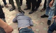 'Đạo chích' suýt tử vong vì bị nhiều người vây đánh