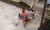 Lại phát hiện bệnh viện để thân nhân chở thi thể bệnh nhân về bằng xe máy