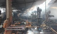 Xưởng sản xuất đồ gỗ cháy rực lúc rạng sáng