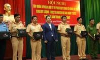 Grab Việt Nam trao 10 máy đo nồng độ cồn cho CSGT Đà Nẵng