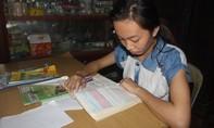 Ước mơ trở thành bác sĩ của nữ sinh mồ côi ngày càng mù mịt vì nghèo túng