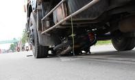 Xe tải kéo lê người phụ nữ trên quốc lộ hơn 10m