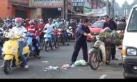 Va quẹt xe máy, người đàn ông ngã xuống đường bị xe buýt cán tử vong