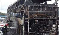 Xe giường nằm bất ngờ cháy trụi khiến hành khách hoảng loạn