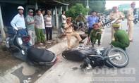 Hai xe máy tông nhau, 2 người bị thương