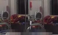 Xấu hổ cặp đôi 'mây mưa' trên giường bệnh