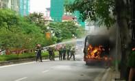 Chập điện xe buýt nổ cháy dữ dội, hành khách hoảng loạn thoát thân