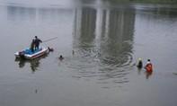 Bà nhảy xuống sông cứu cháu đuối nước, cả hai tử vong