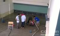 Nước 'nhấn chìm' nhà xe Ký túc xá sau cơn mưa lớn