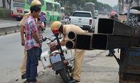 CSGT TP.HCM xử phạt xe 'máy chém' ngông nghênh trên phố