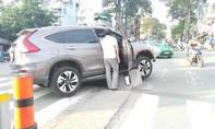 Ụ bê tông giữa đường ở Sài Gòn 'phát huy' tác dụng... phụ