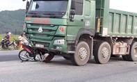 Xe máy qua đường bị xe tải tông, một người tử vong