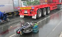 Va chạm xe đầu kéo, người đàn ông ngã xuống đường tử vong