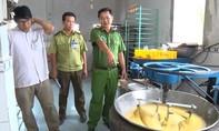 Phát hiện cơ sở làm bánh trung thu mất vệ sinh