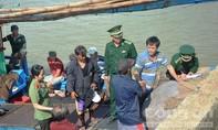 Cứu sống 2 ngư dân Philippines sau bảy ngày lênh đênh trên biển