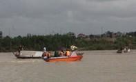 Lật thuyền trên sông, 2 người chết, 1 người mất tích