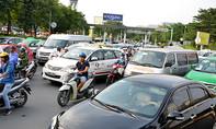 Đường vào sân bay Tân Sơn Nhất lại tắc nghẽn cục bộ