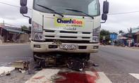 Xe tải tông chết người đàn ông băng qua đường