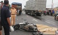 Xe máy tông vào đuôi xe tải, 3 người tử vong