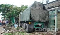 Clip: Xe container lao vào nhà dân, hai mẹ con chết thảm