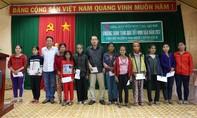 Hơn 1.000 phần quà được trao cho bà con vùng lũ Bình Định