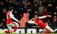 Giroud lập siêu phẩm 'bọ cạp', Arsenal leo lên vị trí thứ 3