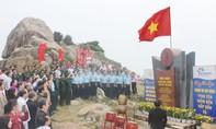 Chào cờ đầu năm tại cực đông Tổ quốc