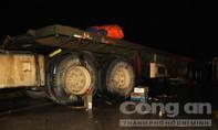 Hai vợ chồng chết thảm dưới bánh xe container