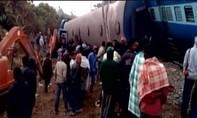 Tàu hỏa trật bánh ở Ấn Độ, 26 người thiệt mạng