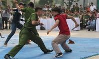 Cận cảnh hai lính hình sự đặc nhiệm hạ gục 4 tên côn đồ thủ dao kiếm ở Sài Gòn