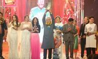 Gia Bảo đăng quang Quán quân Cười xuyên Việt nghệ sĩ 2016
