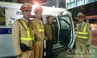 CSGT Hà Nội đưa hai hành khách lỡ đường về quê kịp đón giao thừa