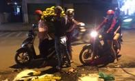 Người dân Biên Hòa đổ xô đi mua hoa giờ chót