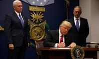 Tổng thống Trump ký sắc lệnh hạn chế người nhập cư