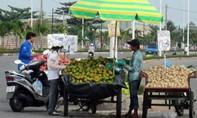 Xe hàng rong kéo lê trật tự đô thị trên đường phố Sài Gòn
