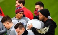 Ronaldinho hoài niệm quá khứ ở sân tập của PSG