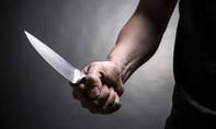 Cự cãi, con chồng rút dao đâm mẹ kế nhiều nhát