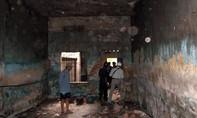 Thiếu nữ tố bạn trai dùng dao uy hiếp, ép quan hệ trong ngôi nhà hoang
