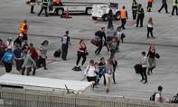 Hàng trăm hành khách hoảng loạn, thất thần sau vụ xả súng