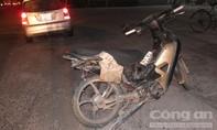Ô tô hất tung mô tô trên đường dẫn cao tốc, một cô gái nguy kịch