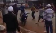 Clip: Hai nhóm thanh niên hỗn chiến trước trại hòm tại Đồng Nai