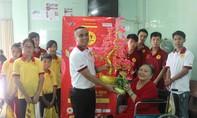 'Mái ấm gia đình Việt' vui Tết sớm cùng trẻ em có hoàn cảnh đặc biệt
